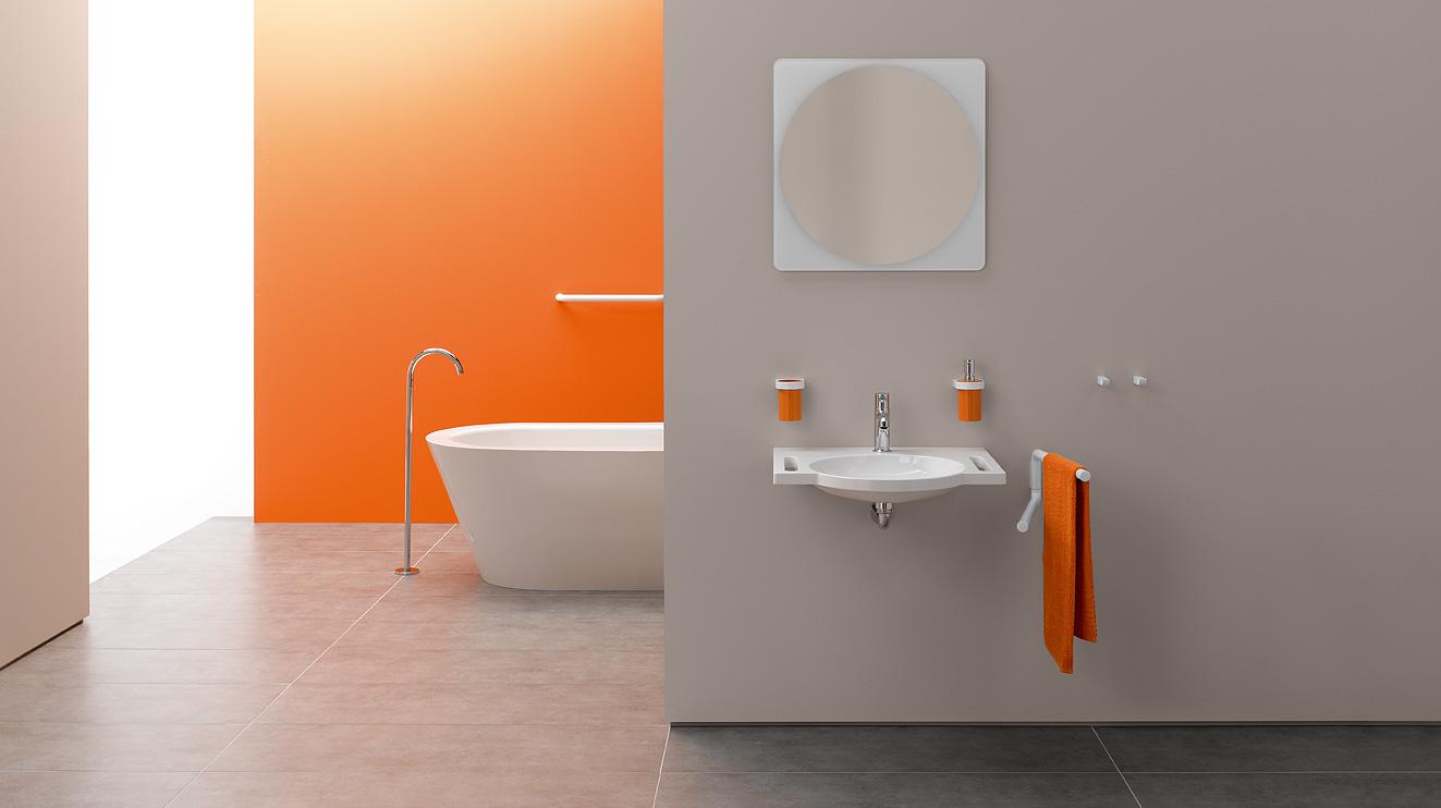spiegel kippspiegel von hewi flexibel einsetzbar und sicher hewi. Black Bedroom Furniture Sets. Home Design Ideas