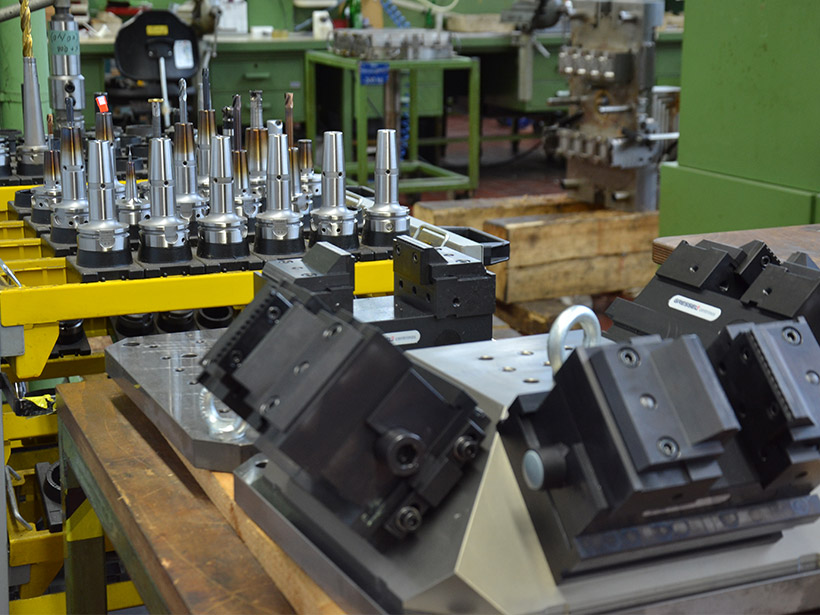 Tool construction, injection moulds