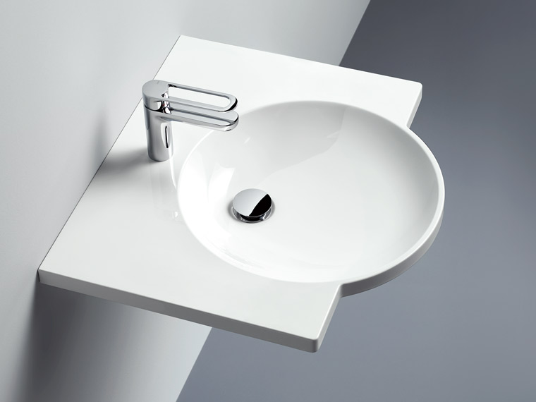 Washbasins with large shelf area