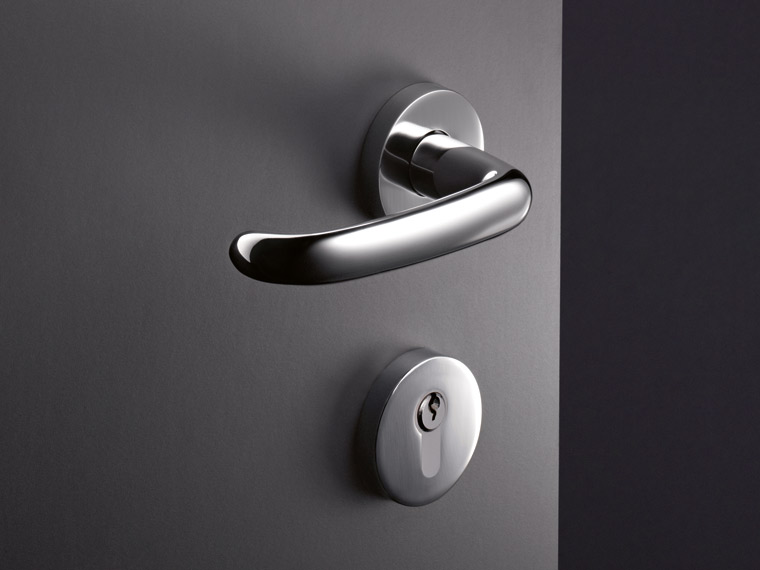 Range 170, courved lever handle, organic shape