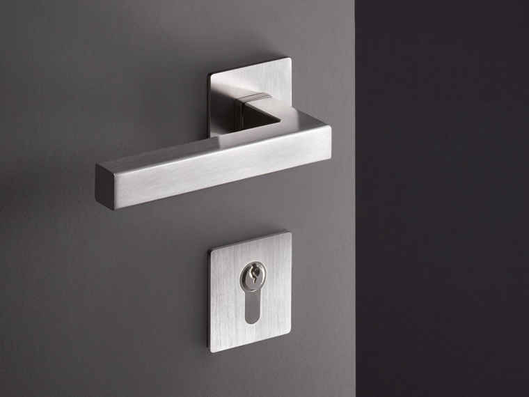 System 100, clear style lever handle, puristic